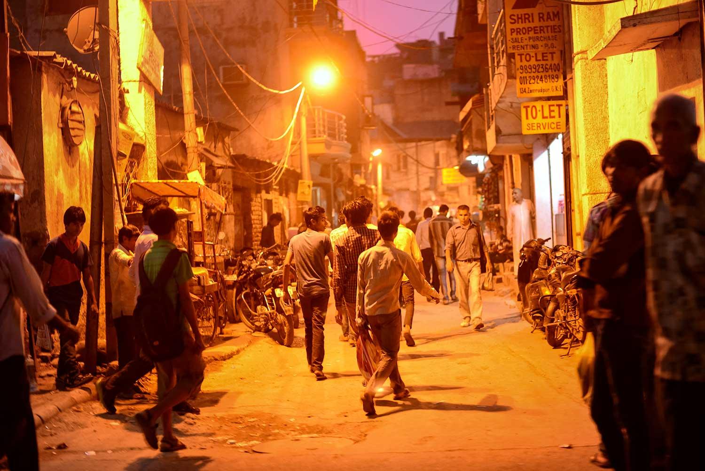 Crowded narrow street in Khan Market, downtown Delhi